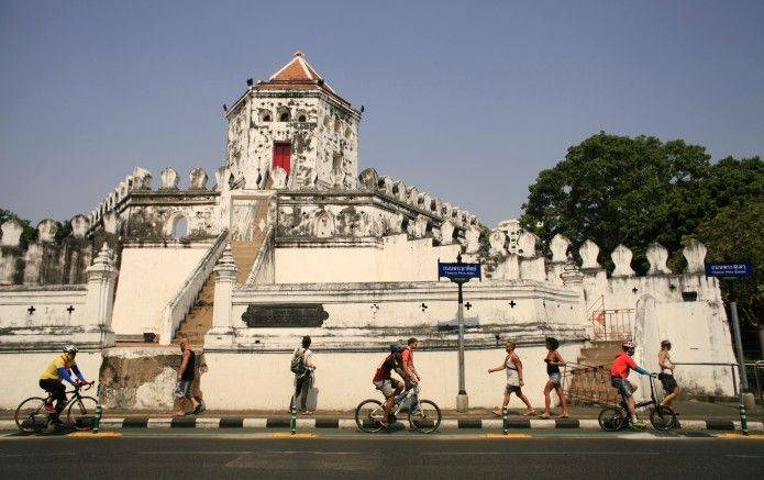 Phra Athit Road
