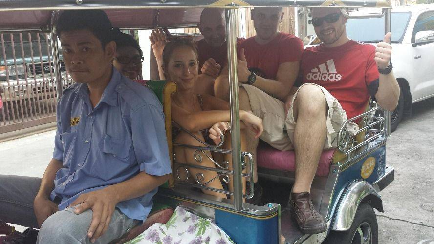 Temple & Food Tour by local Tuk Tuk & Thai Chef