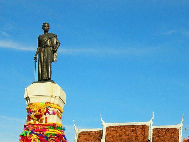 City Tour, Local Food, Korat Fossil Museum and Night Market in Nakhon Ratchasima (Korat)