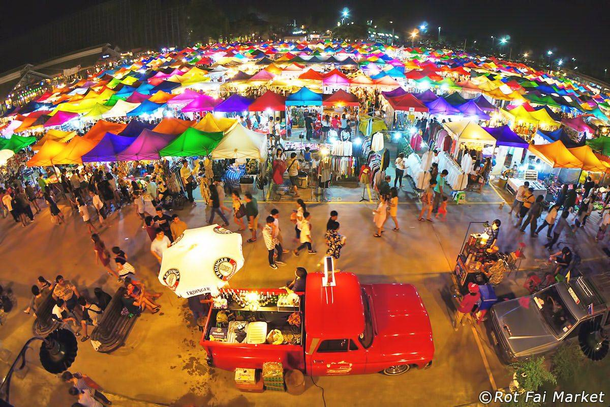 Rod Fai Market By Night