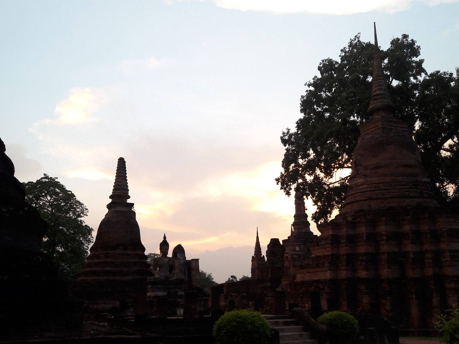 Tour Phitsanulok and Sukhothai Ancient City with A Local