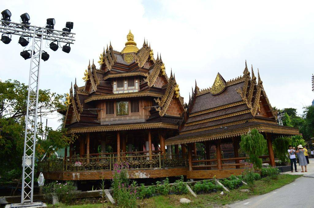 Wooden temple and Latmayom floating market