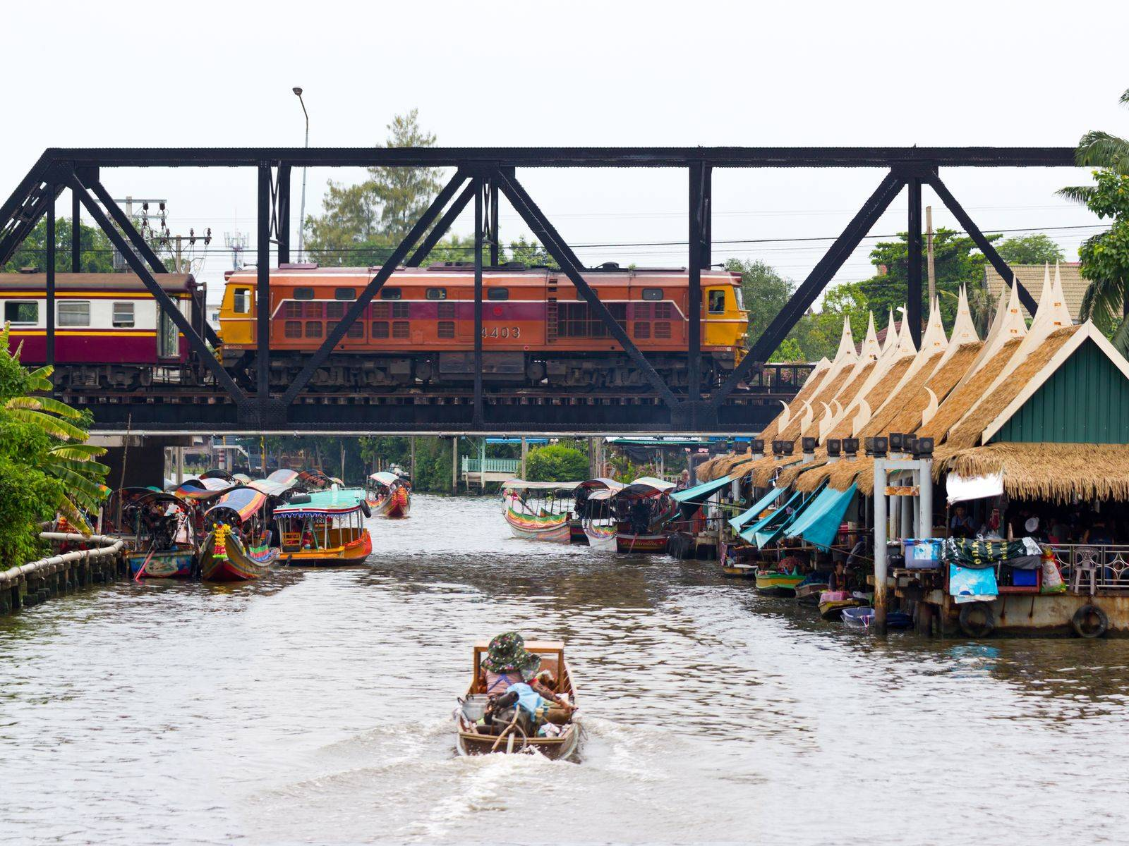 Learn Thai Fruit Carving and Explore Taling Chan Floating Market