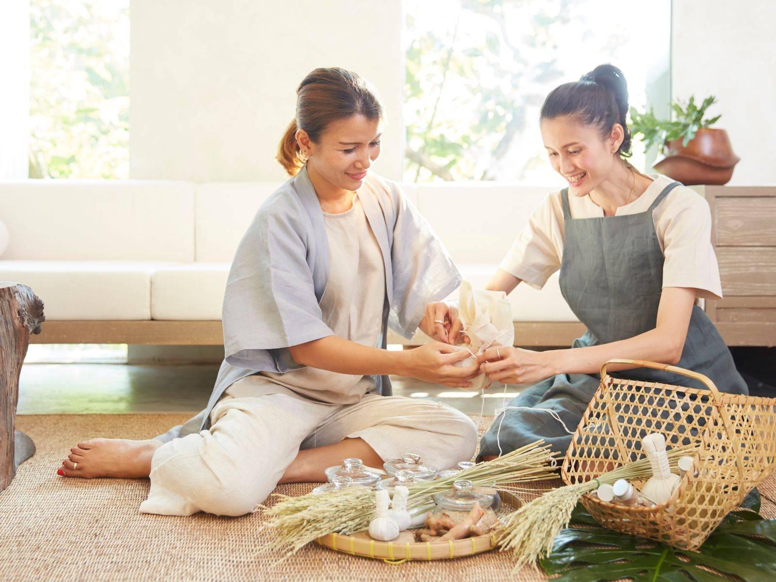 Thai Herbal Compress Making Class