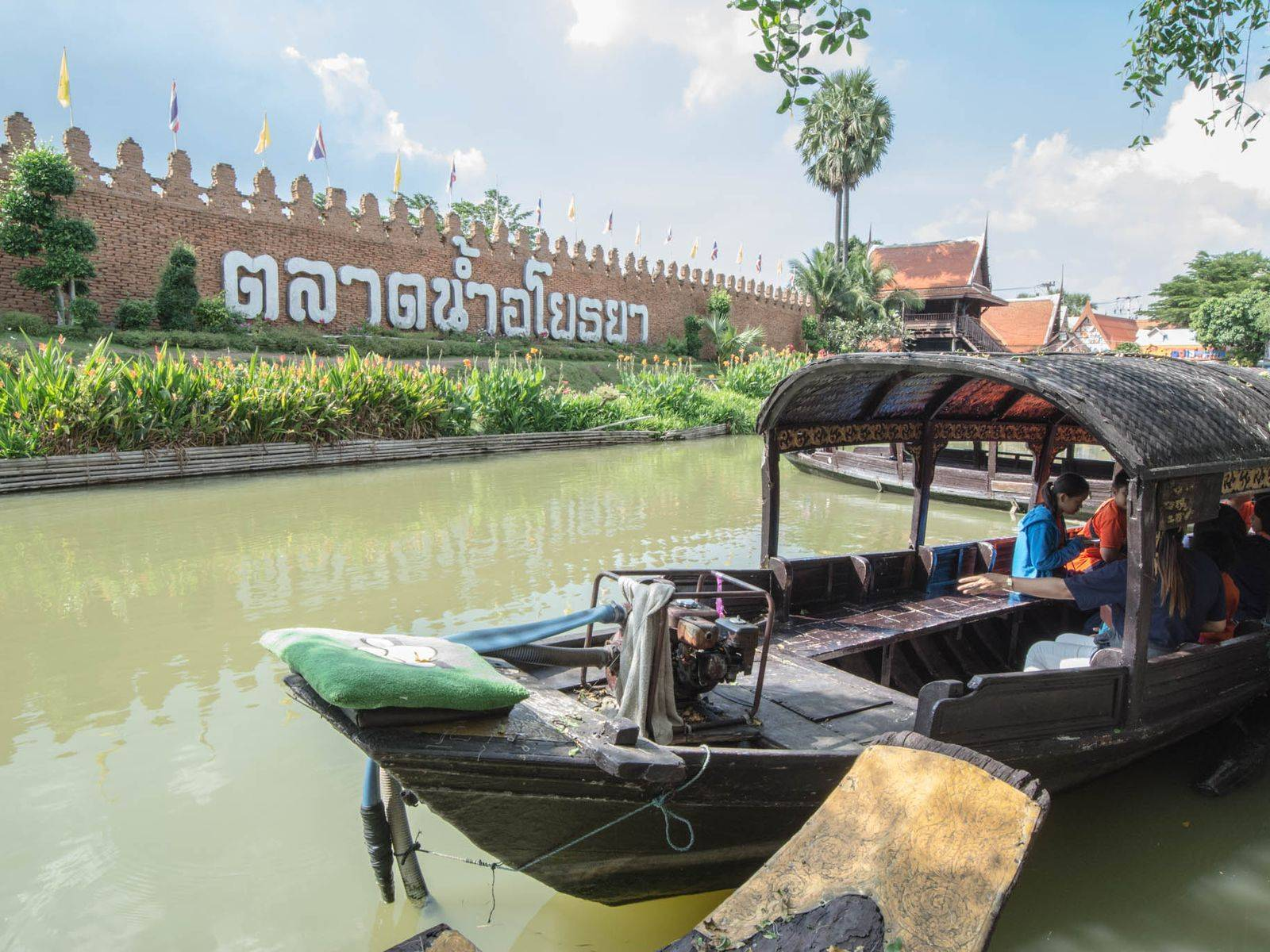 Experiencing Floating Market & Fresh River Prawn