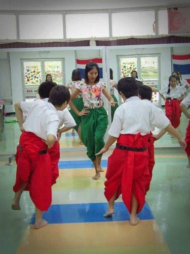 Thai traditional dance and music and try Thai-Chinese street food
