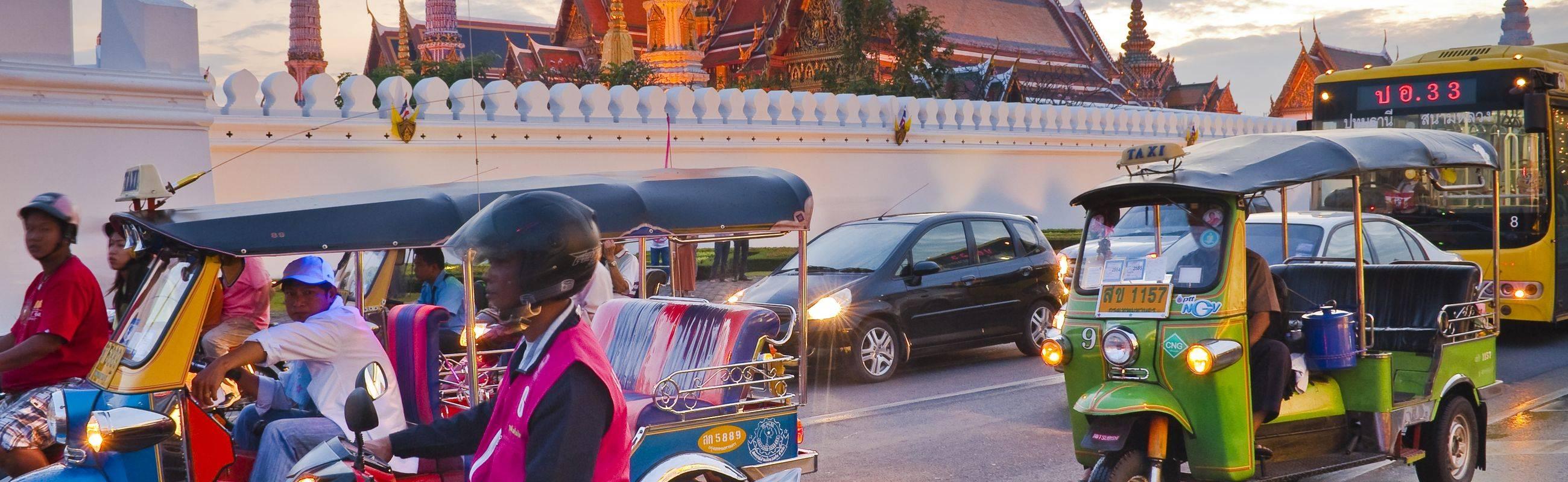 Touring Bangkok with Tuk Tuk Fun Ride!