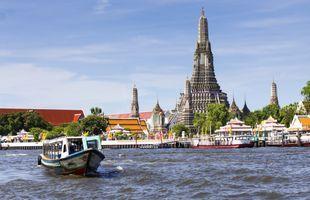 Beautiful Boat Trip around Bangkok