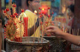 Folk Thai Buddhism – Receiving blesssings and making merits.