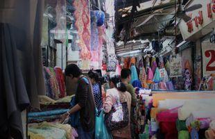 Colors of Bangkok's Old Markets: The Multi-Cutural Walk