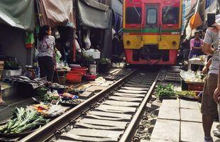 2 Markets 1 Temple: Damnoen Saduak Floating Market, Maeklong Railway Market & Giant Stupa