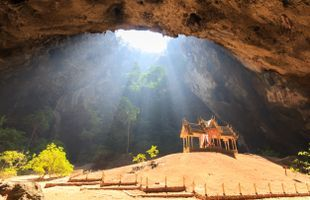 Explore Prayanakhon Temple in the Cave !