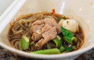 Explore Phayathai Area and Try The Signature Boat Noodle