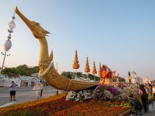 Back to the Past with Thai Royal festival
