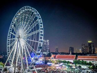 Asiatique Sky Ferris Wheel: Up above the Chao Phraya River