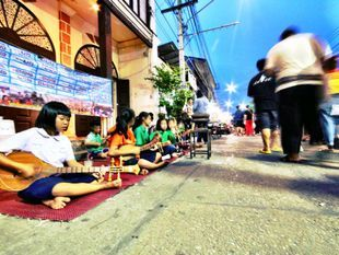 Enjoy Food & Local Shopping at Walking Street in Lampang