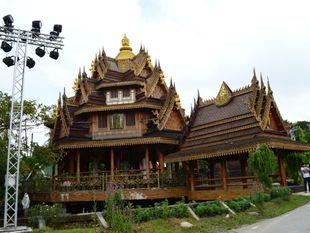 Wooden temple and Latmayom floating market
