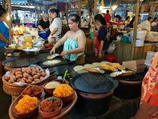 A Getaway Trip in Lat Mayom Floating Market