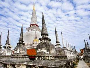 """Sightseeing World Heritage  """" Wat Phra Mahathat Woramahawihan"""""""