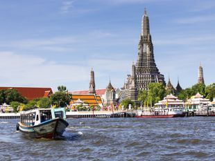 Beautiful Boat Trip around Bangkok
