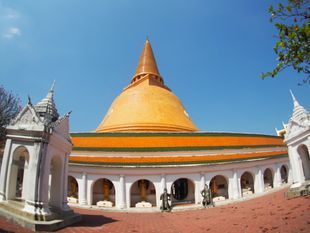 Rose Garden Experience local way of life and Visit The largest buddhist Chedi in the world.