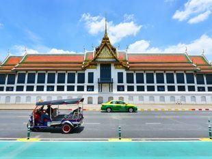 Roam around Bangkok to see culture and find happiness