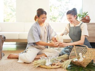 Thai Herbal Compress Making Class