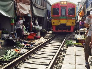 2 Markets 1 Temple: Damnoen Saduak Floating Market, Umbrella Train Market & Giant Stupa