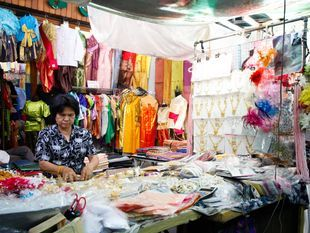 Bangkok Old Town and the Cool Amulet Market Tour!