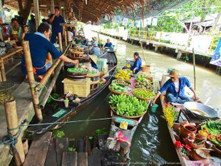 Explore the Klong Lat Mayom Floating Market