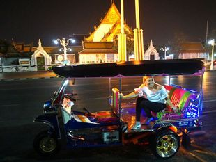 Bangkok Tuk Tuk Night Tours - 4 hours and include dinner