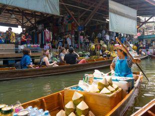 [Joined Tour] Travel From Bangkok and See The Damnoen saduak Floating Market + Train Market