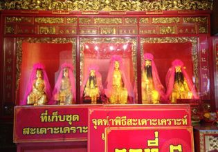 Folk Thai Buddhism – Receiving blesssings and making merits.
