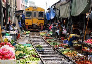 Talad Rom Houb (Maeklong Railway Market)