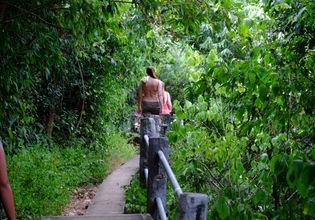 Trekking to Praya Nakorn Cave