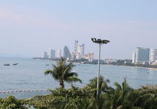 Beautiful day to 'Koh Lan' a beautiful island nearby Bangkok