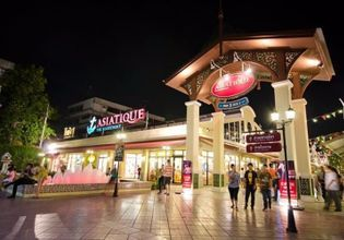Visit Dusit Palace and Chill Out at Asiatique