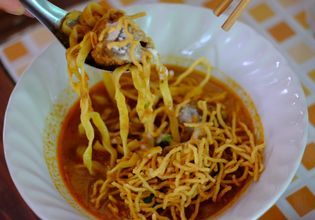 Khao Soi - Northern Thai Curry Noodles