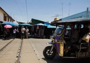 Maeklong Railway and Amphawa Floating Markets(Weekend)