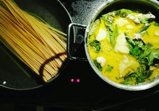 Green curry with spaghetti