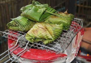 Grill fish in banana leaf