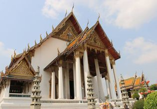 Visit difference temples (and see Thai temple where it's beautiful and not too crowded!)