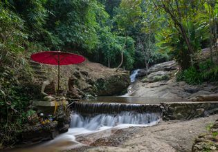 Hiking the Monk's trail to visit lovely temple Wat Pha Lat