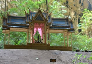 In Khao Sam Roi Yot National Park lies the Phraya Nakhon Cave, which shelters a gorgeous royal pavilion