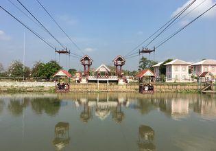 Crossing the river to Wat Niwet Thammaprawat