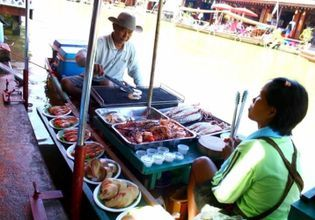 Sightseeing Tour at a Local Fishery and the Amphawa Floating Market
