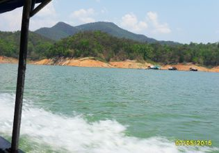 Swimming in Mae-Ngad Dam
