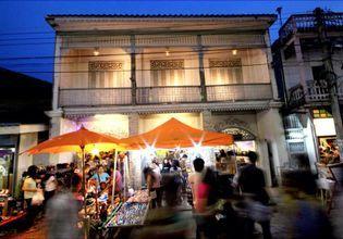 Enjoy Food & Local Shopping at Walking Street in Lampang
