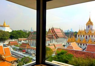 Massive view from Rattanakosin Exhibition Hall