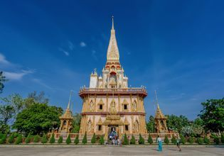Explore the Holy Temples of Phuket [Thai and Chinese Temples]
